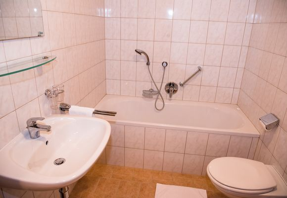 Bathroom in the single & double rooms